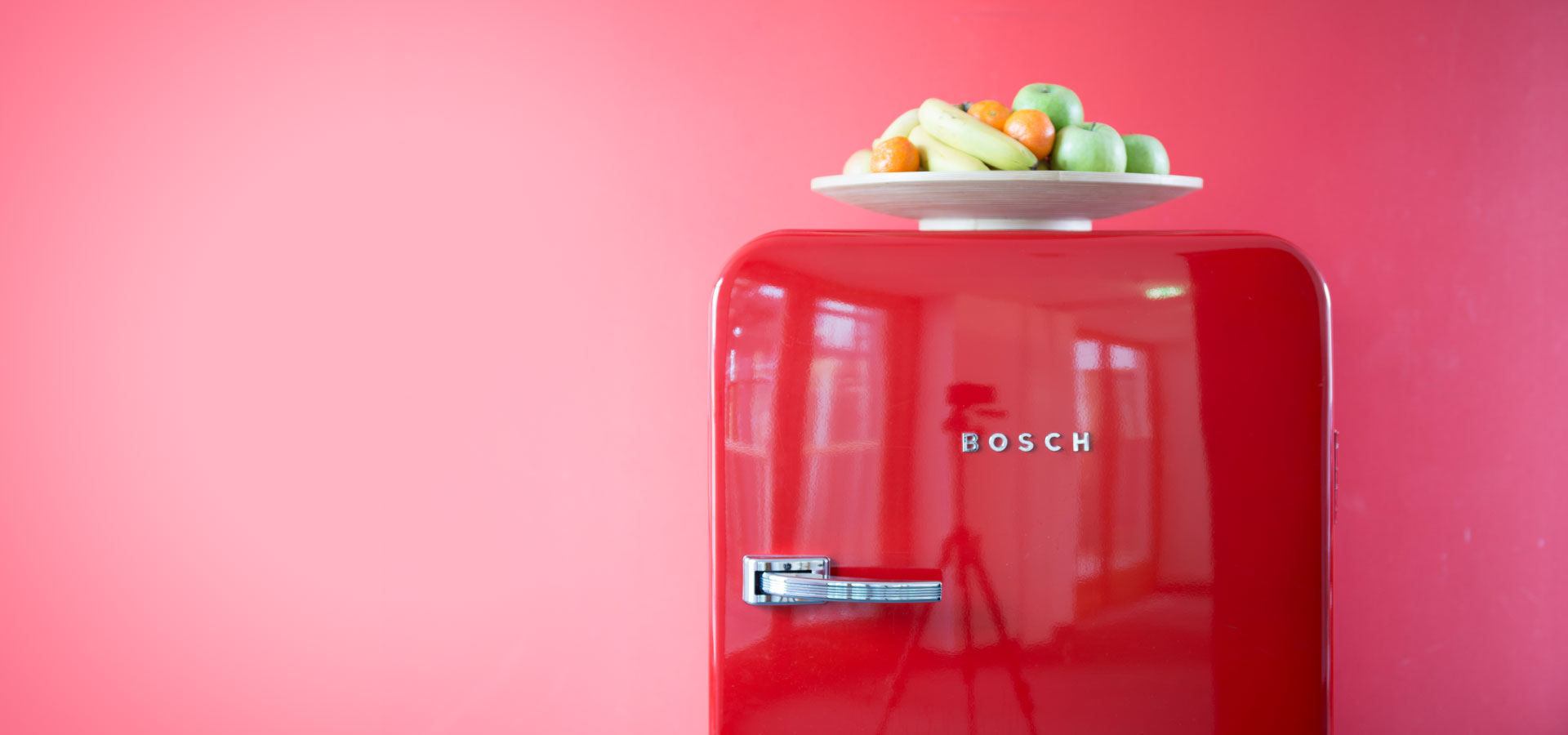 Roter Kühlschrank